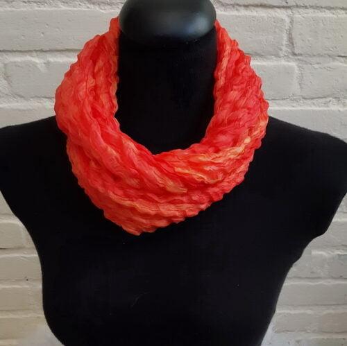voorbeeld zijden sjaals gedraaid