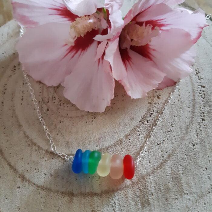 Regenboog kettinkje met zeeglas